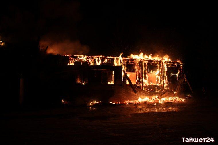 ВТайшете сгорело строение сети магазинов «Светофор»