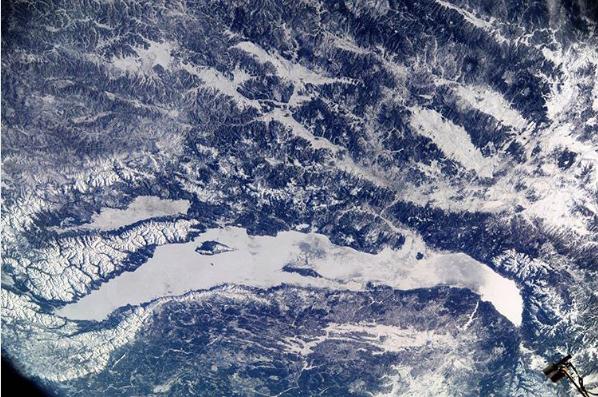 Фото зимнего Байкала сборта МКС обнародовал Роскосмос