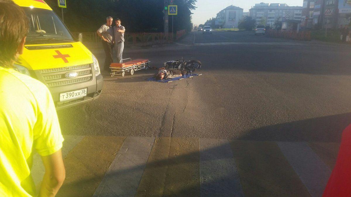 ВАнгарске мотоциклист врезался вавтобус спассажирами