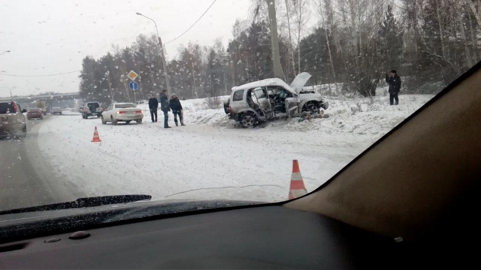 ВИркутской области Сузуки врезался встолб, есть погибшие