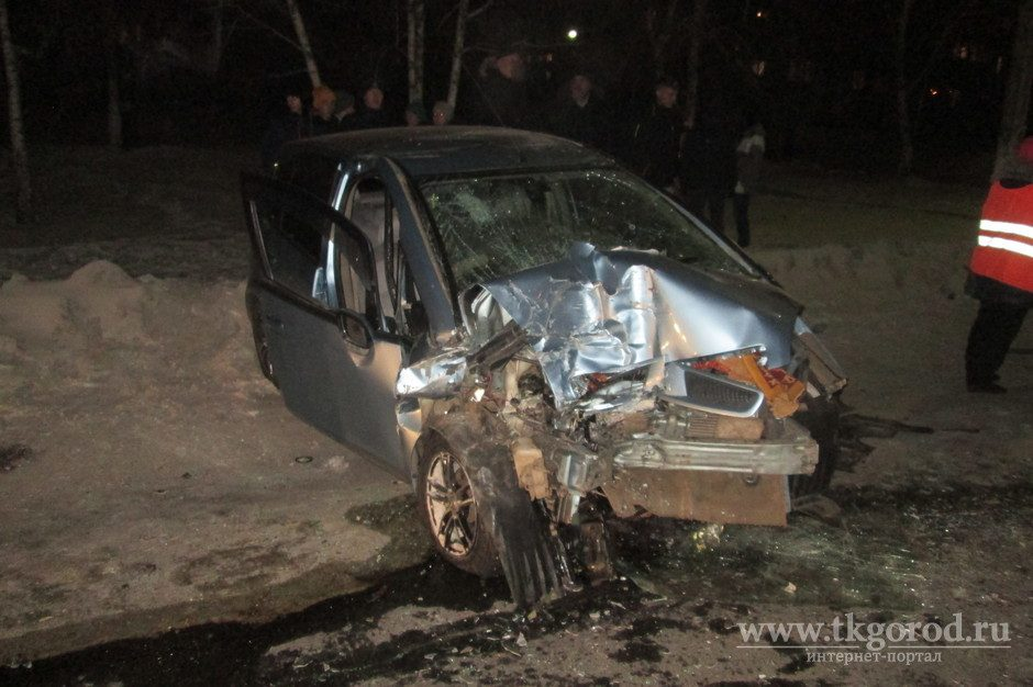 Женщина-водитель на Мицубиси Colt погибла при столкновении строллейбусом вБратске