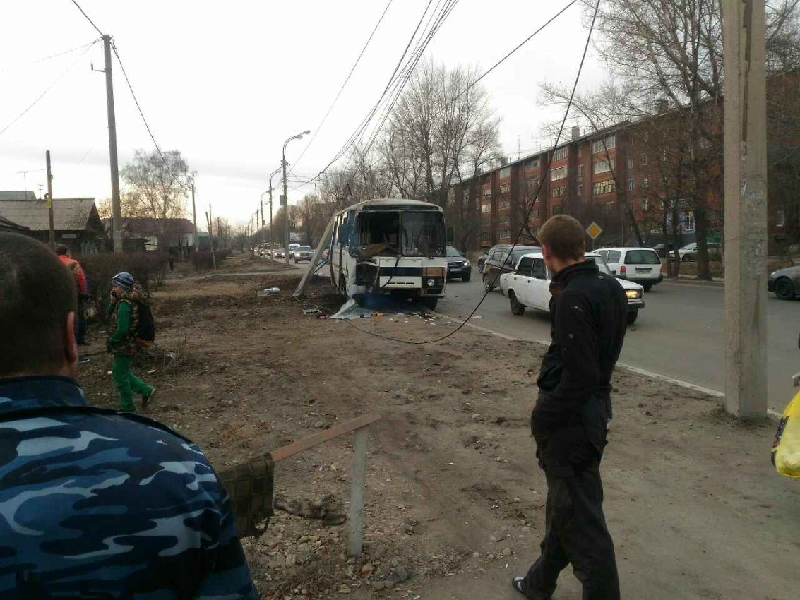 Шофёр автобуса №66 врезался встолб наулице Розы-Люксембург вИркутске