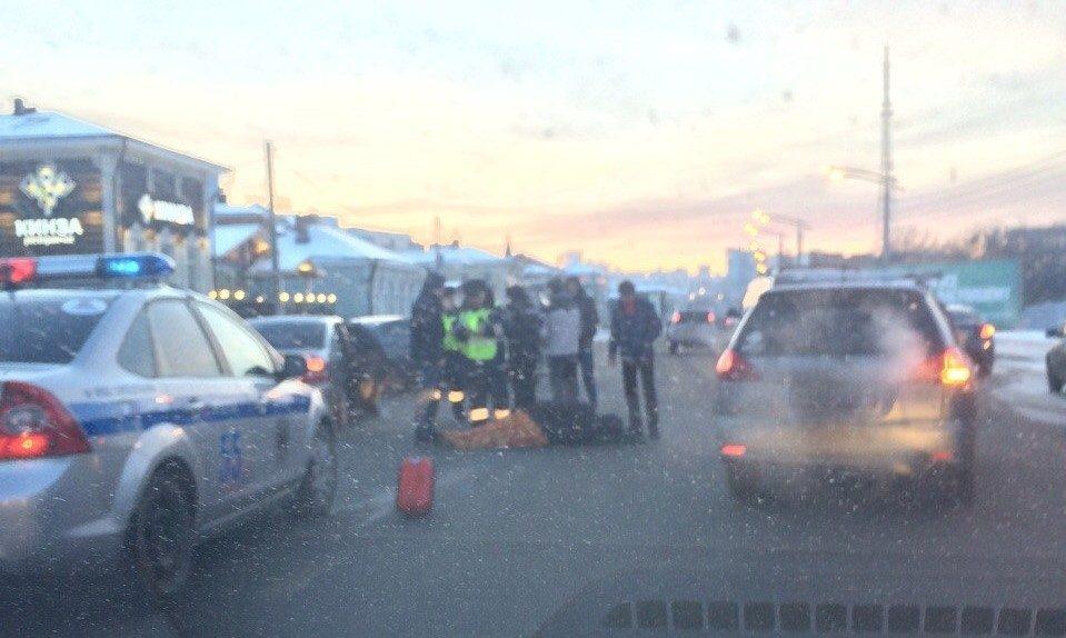 Врайоне 130-го квартала шофёр Тоёта Corolla сбил пешеходов— ДТП вИркутске