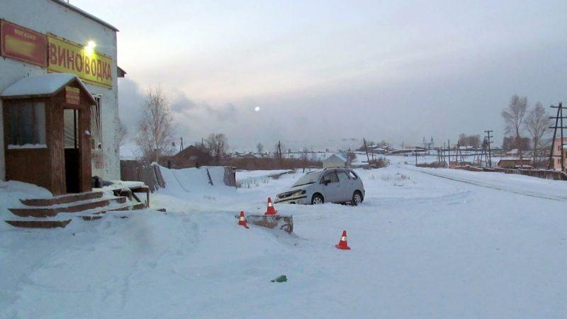ВУсть-Илимском районе мужчина умер после столкновения иномарки сбетонной конструкцией