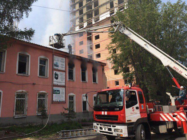 ВИркутске горело строение швейной фабрики «Ассоль»