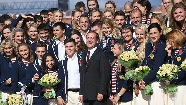 Фехтовальщица Егорян предложила прокатить Медведева насвоем новом БМВ X6