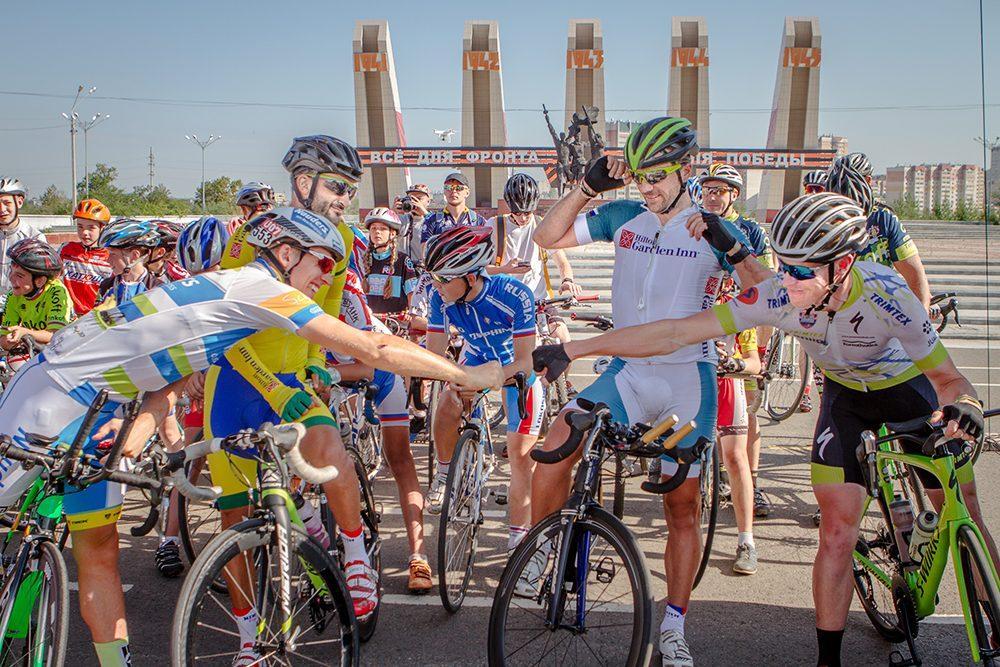 Участники самой протяженной велогонки вмире прибыли вСвободный