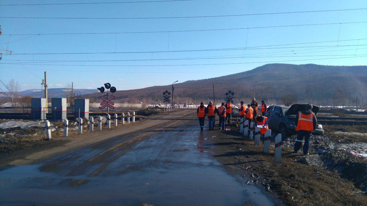 Поезд столкнулся с Лексус напереезде вУсть-Кутском районе