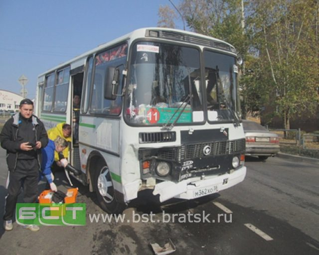 ВБратске «Тойота» протаранила пассажирский автобус