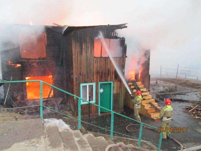 Пожар оставил без жилья 10 семей виркутском поселке