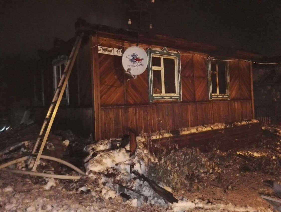Три человека погибли при пожаре в личном доме вИркутской области
