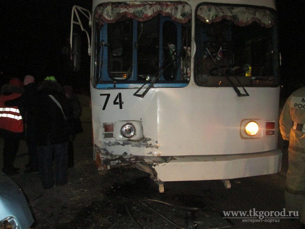 Женщина погибла при лобовом столкновении иномарки строллейбусом вБратске