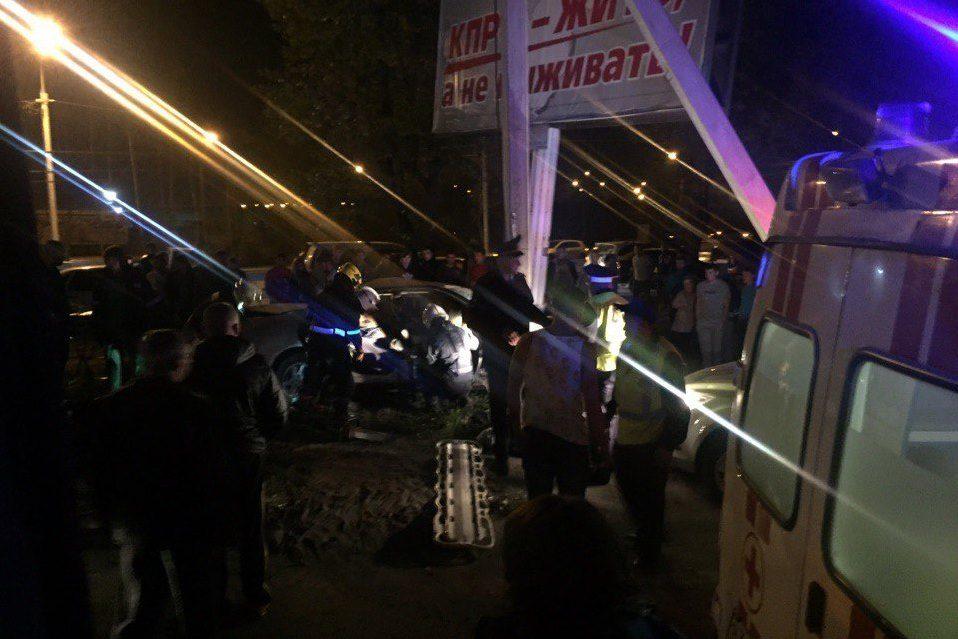 НаТрактовой иностранная машина врезалась врекламный щит— ДТП вИркутске