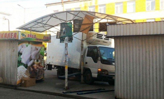 ВАнгарске фургон врезался востановку публичного транспорта