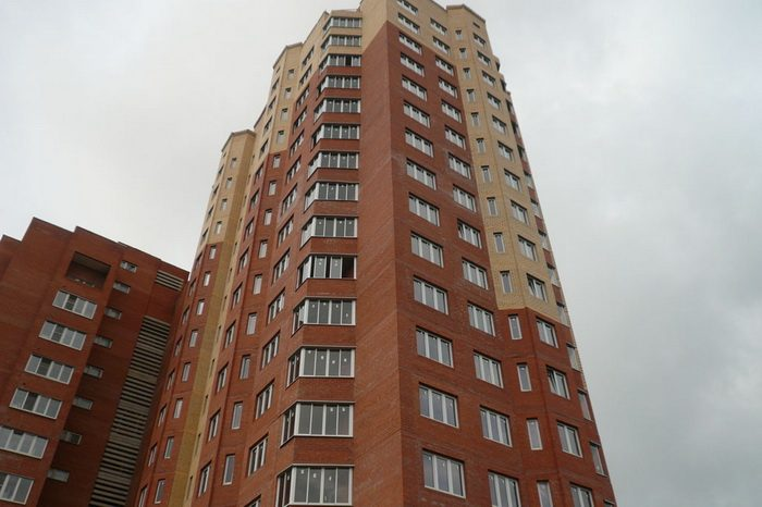 Школьника без сознания отыскали  накрыше одной измногоэтажек вцентре Иркутска