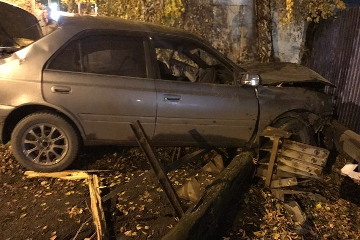ВИркутске шофёр Тойота Premio умер, врезавшись вдом