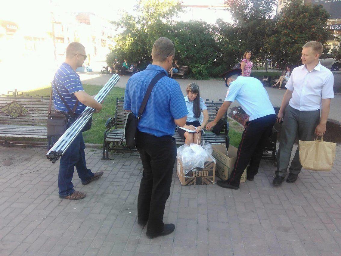 2-х  девушек-волонтёров штаба Навального задержали напикете вИркутске